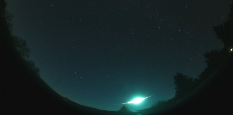 Figure 3. Part of the all-sky image containing the brightest Taurid bolide taken by the digital autonomous camera at station Polom on October 31, 2015 at 18:05:20 UT (exposure 35 s)